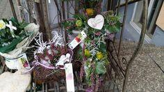 Blumen Markus in St. Georgen -   Allerheiligengestecke 2015 Ladder Decor, Christmas Wreaths, Holiday Decor, Home Decor, Flowers, Dekoration, Decoration Home, Room Decor, Home Interior Design