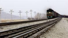 Обрушение моста: три вагона поезда упали в реку, еще один просто сошел с рельсов https://rusevik.ru/news/358342