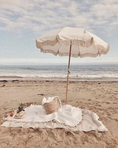 Pique-nique sur la plage / Picnic on the beach Beige Aesthetic, Summer Aesthetic, Photo Wall Collage, Picture Wall, Beach Umbrella, Beach Bum, Summer Beach, Summer Glow, Blue Beach