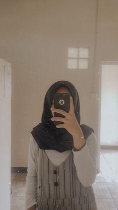 Casual Hijab Outfit, Ootd Hijab, Hijab Chic, Hijabi Girl, Girl Hijab, Foto Mirror, Sunrise Wallpaper, Hijab Cartoon, Girly Pictures