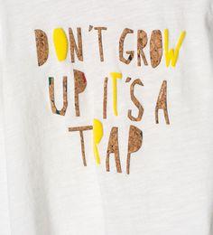 Imagen 5 de Camiseta estampado texto y corcho de Zara