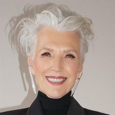 Maye musk eminence grise: gray eminence fascinating style in Short Grey Hair, Short Hair Cuts, Short Hair Styles, Silver Haired Beauties, Silver White Hair, Stylish Older Women, Grey Hair Inspiration, Corte Y Color, Ageless Beauty