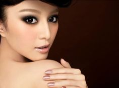 @Farhan William: teach me how to do this, please!! Smoky eyes; pale glossy lips