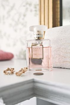 coco mademoiselle chanel - my favorite perfume Perfume Chanel, Coco Chanel Parfum, Coco Mademoiselle, Estilo Coco Chanel, Dolce E Gabbana, Perfume Collection, Belleza Natural, Smell Good, Girly Things