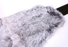 Ledvinový pás z králičiny perfektně zahřeje a pozitivně působí na vaše bedra. Velké velikosti, velký výběr barev. #spongr #kuzedeluxe #ledvinovypas #pravakozesina Fur Coat, Fashion, Moda, Fashion Styles, Fasion, Fur Coats