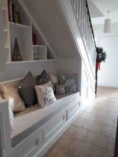 60 Genius Storage Ideas For Under Stairs – Zimmergestaltung - Stroge Ideas Staircase Storage, Staircase Design, Stair Shelves, Hallway Storage, Attic Storage, Under Stairs Nook, Under Basement Stairs, Closet Under Stairs, Under Staircase Ideas