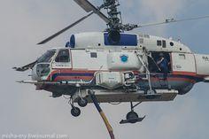 toocatsoriginals:  Kamov Ka-32 (Civilian Variant of the Ka-27 Helix) Fighting a Fire in Moscow, Russia.via English Russia