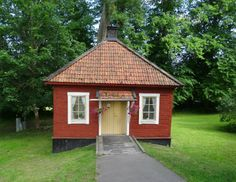 Outhouse for the summerhouse? This one is a outhouse at Ängsö castle