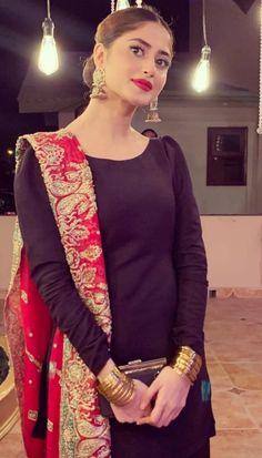 Sajal Aly Enjoy Mehndi Function of Sadaf Ghaffar And Hassan Hayat Khan Asian Wedding Dress Pakistani, Desi Wedding Dresses, Beautiful Pakistani Dresses, Pakistani Fashion Party Wear, Pakistani Dress Design, Pakistani Outfits, Party Wear Dresses, Indian Dresses, Pakistani Clothing