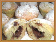 Jablečné muffiny s nutelovou náplní Těsto: 1 1/2 hrnku hladké mouky 1/2 hrnku cukru krupice 1 sáček kypřícího prášku do pečiva 1 hrne...