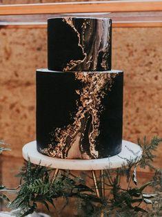 Black Gold Wedding modern moody look black wedding cake with marble details Loft Wedding, Trendy Wedding, Dream Wedding, Pretty Cakes, Beautiful Cakes, Bolo Tumblr, Cupcake Torte, Cupcakes, Black Wedding Cakes