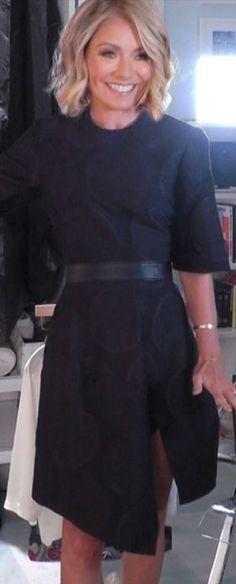Who made  Kelly Ripa's black polka dot short sleeve dress?