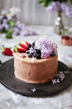 Nut tart with berry filling and chocolate cream - gluten-free Chocolate Buttercream, Chocolate Cream, Piece Of Cakes, Sweet Cakes, Dessert Recipes, Desserts, Healthy Baking, Yummy Cakes, Gluten Free