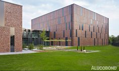 COMPOSITION OF MONOLITHS - Project: Staatsarchiv Stade, Stade | Germany - Architects: pbr Planungsbüro Rohling AG, Osnabrück | Germany - Construction: Riveted - Year of Construction: 2013 - Product: ALUCOBOND® Anthracite Grey - Photos: Hagemeister, Ulrich Hoppe