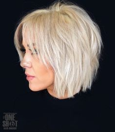 Shaggy Blonde Bob For Fine Hair Shaggy White Blonde Bob Snow-white blonde hair is a great way to rock a shaggy bob. Slice the layers to achieve a more voluminous look. Lots of layers will also help disguise the problem of volumeless fine hair. Short Choppy Haircuts, Haircuts For Fine Hair, Choppy Bob Hairstyles For Fine Hair, Haircut Short, Medium To Short Hairstyles, Pixie Haircuts, Haircut Styles, Bob Haircut Bangs, Bobs For Thick Hair