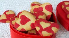 Déclarez votre flamme, pour la Saint Valentin, avec ces petits sablés romantiques, en forme de coeurs et au doux parfum d'amande.