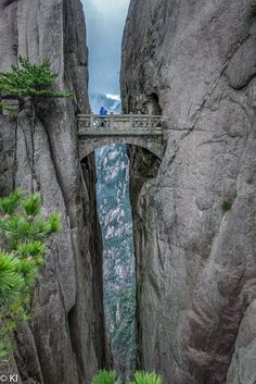 Fairy Walking Bridge, Huangshan (Yellow Mountain), China.  I would LOVE to walk across that bridge....the view must be spectacular from there!