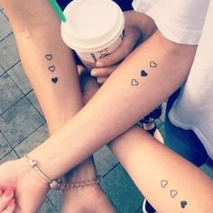 80 Sister Tattoos That Will Melt Your Friggin& Heart Yana Krupka The post 80 Schwester Tattoos, die dein verdammtes Herz zum Schmelzen bringen & Random appeared first on Tattoo ideas . Inspiration Tattoos, Little Tattoos, Mini Tattoos, Sexy Tattoos, Female Tattoos, Herz Tattoo Klein, Matching Best Friend Tattoos, Cute Best Friend Tattoos, Tatoos For Best Friends