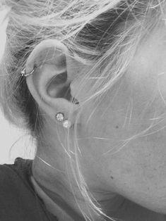 No Piercing Cartilage Ear Cuff Cherry in Silver Fairy Curls of Magic/conch ear jacket/fake faux piercing/ohrklemme ohrclip/oreille manchette - Custom Jewelry Ideas Cartilage Piercing Hoop, Ear Piercings Chart, Ear Peircings, Double Cartilage Piercing, Cute Ear Piercings, Multiple Ear Piercings, Cartilage Earrings, Stud Earrings, Piercings Rook