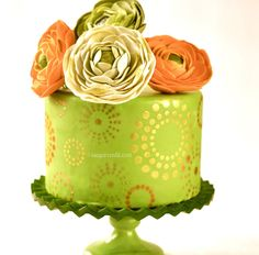 Is this the cutest bridal shower cake rt what!?? Too pretty to eat!