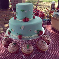 Beautiful strawberry cake & cupcakes