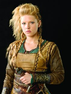 Vikings-Season-1-Lagertha-official-picture-vikings-tv-series-37686503-2953-3937.jpg (2953×3937)