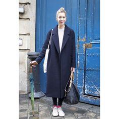 パリのストリートスナップは、差し色やグラデーションで魅せる黒のスタイリング。 ( page 5 ) | VOGUE
