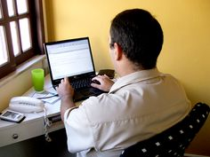 Lavorare da casa seriamente - http://www.lavoridacasa.net/lavorare-da-casa-seriamente/ - Lavorare da casa seriamente: i cliché da evitare Lavorare da casa seriamente è possibile da quando, grazie avvallamento di internet, sono nate nuove professioni e nuove opportunità di guadagnare online. Molte di questi nuovi impieghi (come il blogger, lo youtuber o altre figure affini che pr...