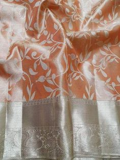 Discover recipes, home ideas, style inspiration and other ideas to try. Sari Blouse Designs, Blouse Patterns, Blouse Styles, Silk Saree Kanchipuram, Ikkat Saree, Saree Tassels, Indian Bridal Sarees, Spring Wedding Colors, Stylish Sarees