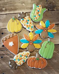Post with 4041 views. My mom is pretty awesome when it comes to decorating sugar cookies! Turkey Cookies, Fall Cookies, Cut Out Cookies, Thanksgiving Cookies, Thanksgiving Sale, Christmas Cookies, Fall Recipes, Holiday Recipes, Cannoli Recipe