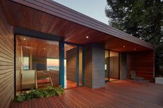 Skyline House by Terry & Terry Architecture - Design Milk Cabin Kit Homes, Architecture Images, Residential Architecture, Roof Structure, Wood Patio, Modern Buildings, House And Home Magazine, Plan Design, Decoration