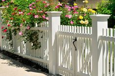 41 Gorgeous Front Fence Design Ideas For Your Front Yard Decor - New homes are always gorgeous, but sometimes the yards seem a little empty and unfinished. One way to enhance curb appeal and add character to any new. Backyard Fences, Garden Fencing, Front Yard Landscaping, Diy Fence, Fence Art, Landscaping Ideas, White Garden Fence, Patio Fence, Brick Fence
