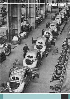 "Volkswagen ""split window"" (Beetle) assembly line (unspecified year) Auto Volkswagen, Vw T1, Volkswagen Models, 3008 Peugeot, Peugeot 206, My Dream Car, Dream Cars, Vw California Beach, Van Vw"