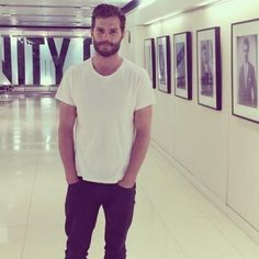 Jamie in @VanityFair office...Let's hope he went to see them for a new shoot or magazine cover http://www.jamie-dornan.org/gallery/displayimage.php?album=225&pid=10338#top_display_media … pic.twitter.com/ySVvIU2iSX