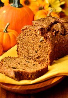 Pumpkin Bread for breakfast during autumn Pumpkin Bread, Pumpkin Spice, Fall Desserts, Dessert Recipes, Pan Dulce, Yummy Food, Tasty, Pumpkin Recipes, Quick Bread
