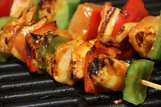 Recipes/Dinner/Chicken Satay and Vegetables with Peanut Sauce Honey Chicken Kabobs, Cajun Chicken Salad, Chicken Kabob Recipes, Chicken Satay, Barbecue Chicken, Zone Recipes, Healthy Recipes, Yummy Recipes, Vegetable Skewers