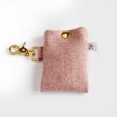 Wool Dogs Wool Dog Walking Bag ~ Clips easily to your leash, Natural Wool, repels water ~ Stylish dog walking bag holder Diy Pet, Dog Leash Holder, Dog Travel, Dog Training Tips, Crate Training, Dog Accessories, Dog Supplies, Dog Walking, T Rex