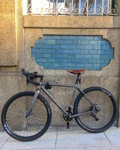"""New ride! #velocultureporto #bombtrackhookext @bombtrackbicycleco #porto"""""""