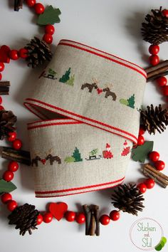 Tischband Elch Herz Weihnachtsmann Kreuzstich / Tablerunner Reindeer Santa Christmas Tree Cross Stitching / Sticken mit Stil Xmas, Christmas Ornaments, All Things Christmas, Beaded Embroidery, Cross Stitching, Needlework, Sewing, Holiday Decor, Diy