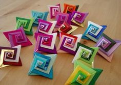 Easy to make origami spirals. Tutorial at: http://anu-origami.blogspot.de/2011/02/origami-tomoko-fuse-espiral.html