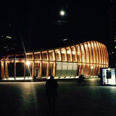 UniCredit Pavilion e la luna piena a Milano.# Milano #milanocity #modernità #delucchi #ilgrandeseme #portanuovagaribaldi #milanodavedere #milanochecipiace #lunapiena #lanuovamilano #luci by irzan5