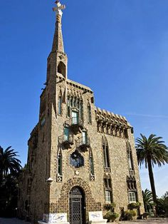 La casa de Gaudí está dentro de Parc Güell en Barcelona, España. Gaudí vivía allí para casi 20 años, y ahora se convierte en un museo de las cosas y diseñas del arquitecto.