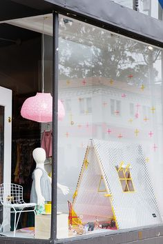 mapamundi store front window display / sfgirlbybay