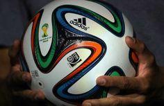 El esférico oficial de la Copa Mundial de la FIFA 2014 vuela sin apenas desviarse de su trayectoria porque está construido con tan solo seis...
