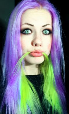 Light Purple and neon green hair - Short Bob Hair Styles Hair Lights, Light Hair, Purple And Green Hair, Purple Wig, Light Purple, Art Pastel, Pastel Goth, Pelo Multicolor, Stylish Short Hair