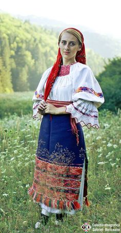 Maramures Folk Costume, Costume Dress, Costumes, Traditional Outfits, 1 Decembrie, Fashion Beauty, Textiles, Fashion Outfits, Knitting