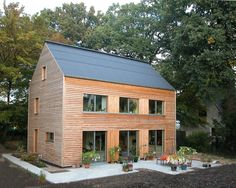 An energy-efficient house without solar equipment. Designed by architect Christoph Schulte, this superinsulated home was the first Passivhaus building in Bremen, Germany.
