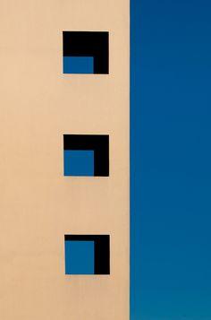 thursday - on the house - Fotografía Minimalista: Blue day, por Thomas Leth-Olsen Minimal Photography, Urban Photography, Abstract Photography, Photography Blogs, Iphone Photography, Color Photography, Colour Architecture, Minimalist Architecture, Graphic Illustration