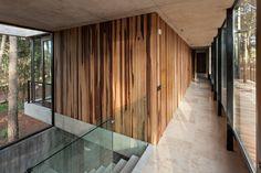 ATV Arquitectos の モダンな 壁&床