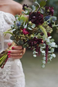 Are you thinking about having your wedding by the beach? Are you wondering the best beach wedding flowers to celebrate your union? Here are some of the best ideas for beach wedding flowers you should consider. Modern Wedding Flowers, Winter Wedding Flowers, Flower Bouquet Wedding, Bridesmaid Bouquet, Purple Wedding, Floral Wedding, Bridesmaids, Flower Bouquets, Wedding Rustic
